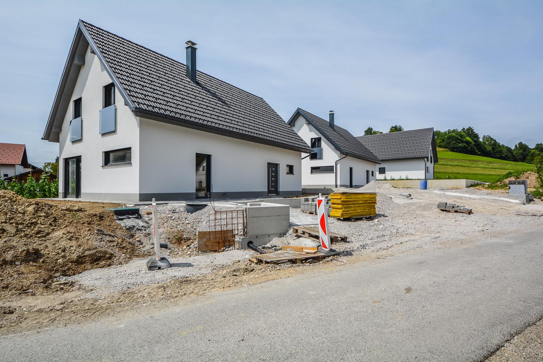 Novogradnja Tri samostojne hiše na Škofljici 1