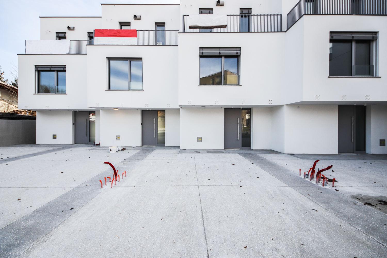 Novogradnja Nadstandardne vrstne hiše 1