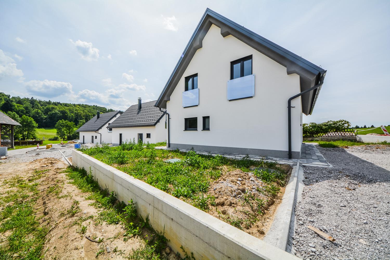 Novogradnja Tri samostojne hiše na Škofljici 10
