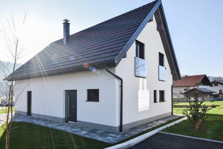 Novogradnja Tri samostojne hiše na Škofljici 6
