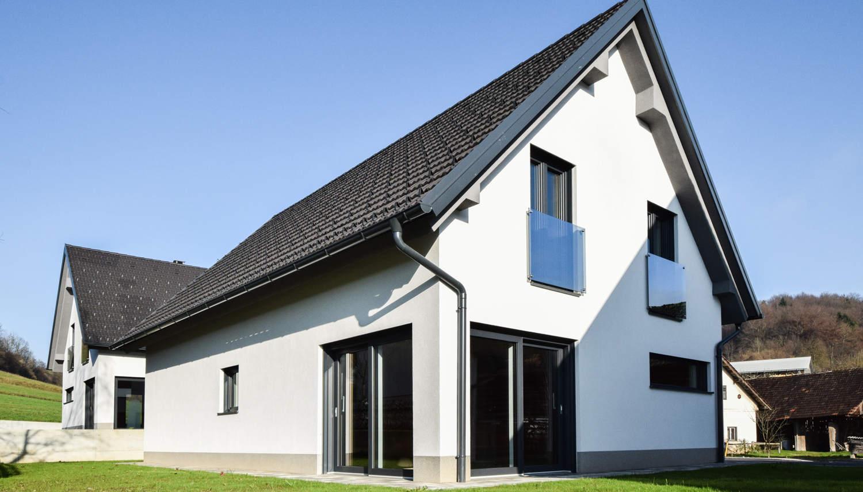 Novogradnja Tri samostojne hiše na Škofljici